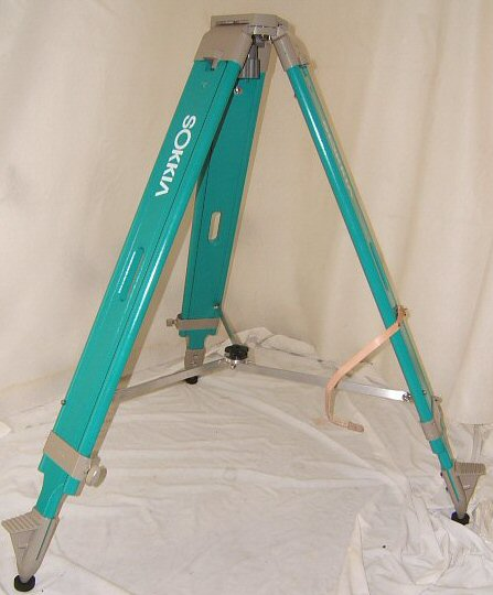 HEAVY_WOOD_TRIPOD.JPG